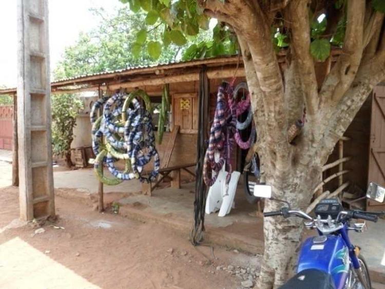 Boutique de pièces détachées et pneumatiques au quartier Ossomou I à Pobè