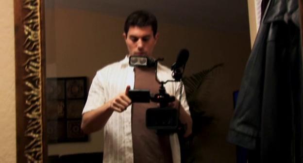 Paranormal Activity Micah fait des essais avec la caméra