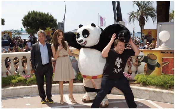 Illustration 19 Dustin Hoffman (à gauche) et Angelina Jolie (à droite) accompagnent Jack Black qui met toute son énergie dans la promotion de Kung Fu Panda 2