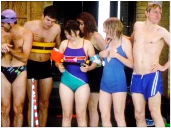 Les idiots en performance publique à la piscine