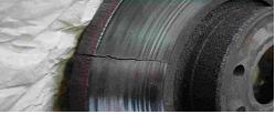 Fissure radiale sur les pistes de frottement