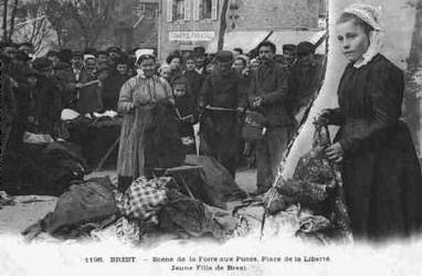 Brest – La foire au puces place de la Liberté