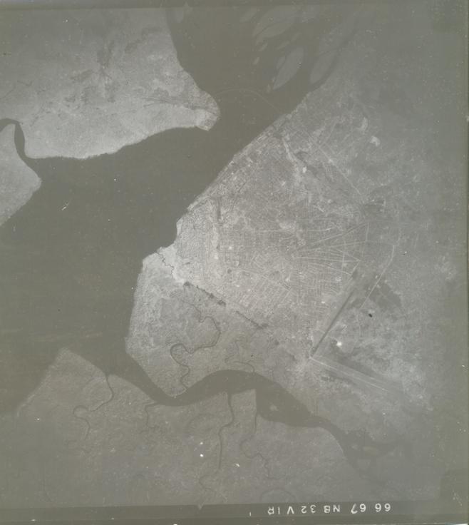 Couverture aérienne de Douala et de l'espace à mangrove de Youpwe, mission 66 -67 NB 32 VIR